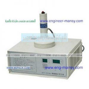 تشغيل مكينة لحام طبات الالمونيوم على فوهة عنق الزجاجات